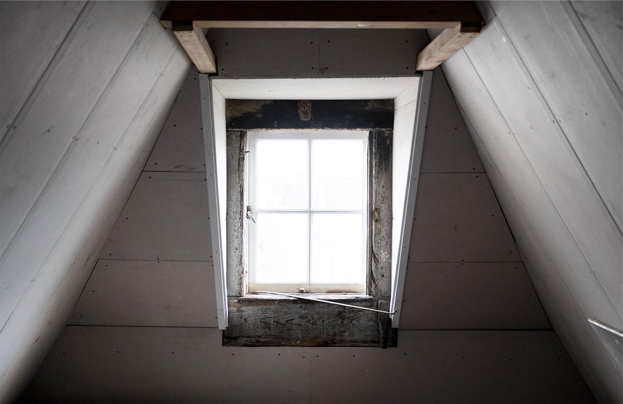 Ocieplanie dachu – ocieplanie poddasza, izolacja pianką poliuretanową (PUR)